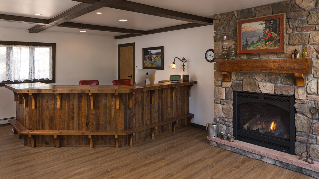 the landing estes park photo gallery Photo Gallery Estes Park River Lodge Lobby2